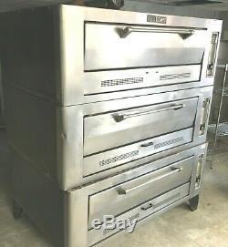 Oven Pizza Gas 3 Decks Vulcan / D 60 wide x 48deep x 7H / Model 89H211